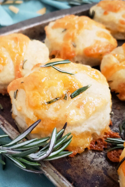 Fluffy Rosemary Cheddar Biscuits