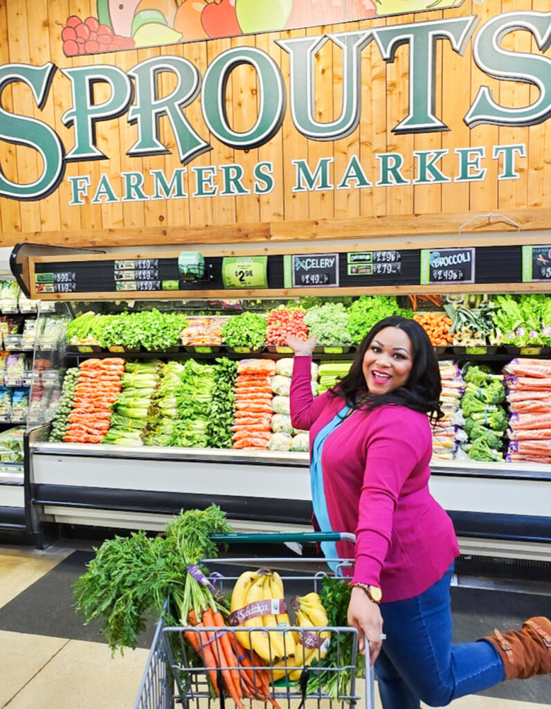 Easy tips on how to shop organic at Sprouts Farmers Market, from Registered Dietitian, Andrea Mathis