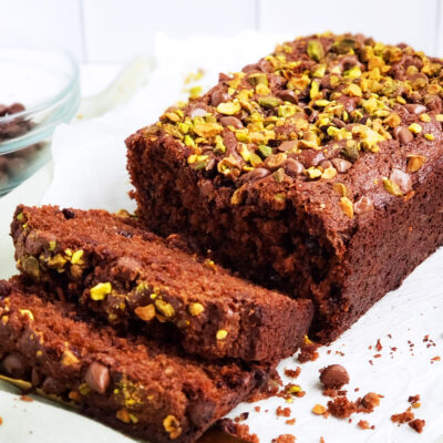 Double Chocolate Pistachio Bread, low fat and healthy chocolate bread topped with chocolate chips and pistachios. The perfect healthy dessert. #healthydessert #healthychocolaterecipes #chocolatebread #chocolatebreadrecipe