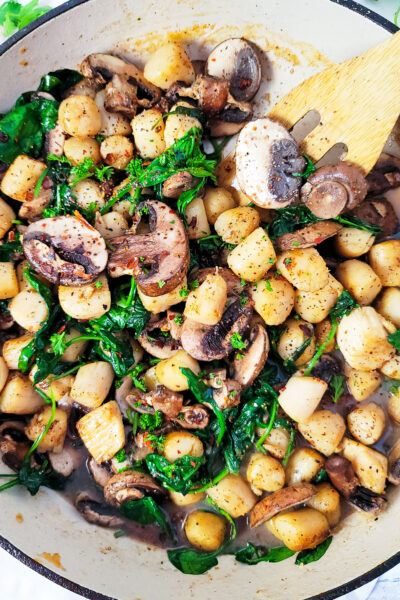 Garlicky Sautéed Scallops with Spinach & Mushrooms made with garlic, mushrooms, spinach, and Peruvian Scallops in one skillet and ready in less than 20 minutes. Beautifuleatsandthings.com