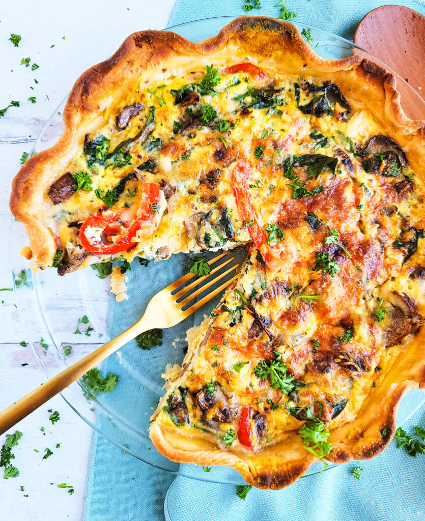 The main entrée for this brunch includes this fabulous Easy Loaded Vegetarian Quiche made with quinoa, spinach, bell peppers and onions.  beautifuleatsandthings.com